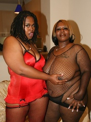 Cherry Bomb and Shadow Cat get a face full of black BBW - Picture 3