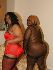 Cherry Bomb and Shadow Cat get a face full of black BBW - Picture 4