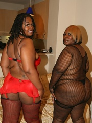 Cherry Bomb and Shadow Cat get a face full of black BBW - Picture 5