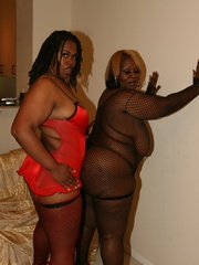 Cherry Bomb and Shadow Cat get a face full of black BBW - Picture 6