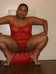 Chubby black chicks Alize and Nasty Nikki use their - Picture 1