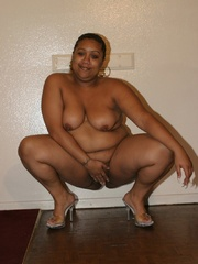 Chubby black chicks Alize and Nasty Nikki use their - Picture 3