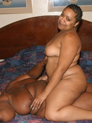 Chubby black chicks Alize and Nasty Nikki use their - Picture 16