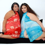 Asian BBWs Cassie and Lil Thunder show their soft bodies - Picture 1