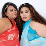 Asian BBWs Cassie and Lil Thunder show their soft bodies - Picture 2