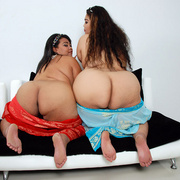 Asian BBWs Cassie and Lil Thunder show their soft bodies - Picture 16