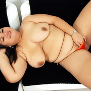 Chunky Thai girl Gip in skimpy bikini - Picture 11