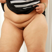 Plump Asian Sunny shows her thick legs and firm ass - Picture 3