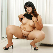 Plump Asian Sunny shows her thick legs and firm ass - Picture 8