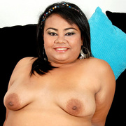 Flabby Thai squeezes her big ass into g-string - Picture 14
