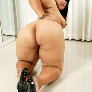 Chunky Asian gets naked and shows her fat pussy - Picture 13