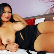 Busty Bam flaunts her perfect tits. - Picture 8