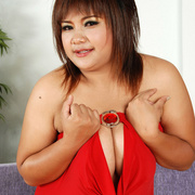 Curvaceous Asian girl plops out her tits - Picture 7