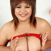 Curvaceous Asian girl plops out her tits - Picture 10