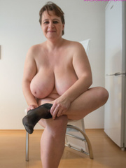 Big-titted MILF putting on black stockings to look - Picture 5