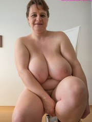 Big-titted MILF putting on black stockings to look - Picture 7