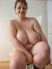 Big-titted MILF putting on black stockings to look - Picture 8