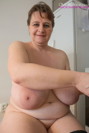 big-titted milf putting black