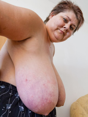 Slutty mature bitch demonstrating her huge milky farm - Picture 12
