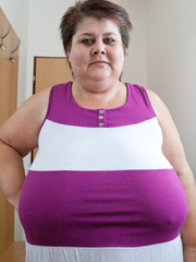 Old fat slut with gigantomastia gets naked - Picture 2
