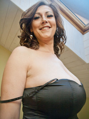 Very hot busty mature takes off her black dress and - Picture 3