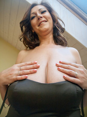 Very hot busty mature takes off her black dress and - Picture 7