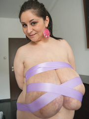 Ponytailed gipsy in high heels performing a show with - Picture 12