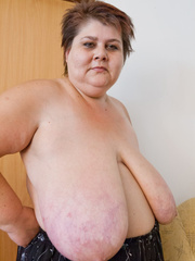 Lewd mature bbw showing off her large breasts - Picture 5