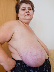 Lewd mature bbw showing off her large breasts - Picture 6