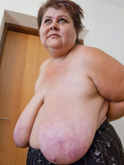 Lewd mature bbw showing off her large breasts - Picture 13