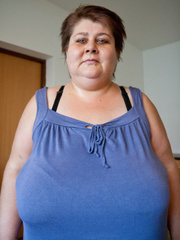 This mature bbw need a huge bra to hide her - Picture 1