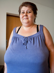 This mature bbw need a huge bra to hide her - Picture 2