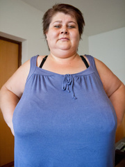 This mature bbw need a huge bra to hide her - Picture 3