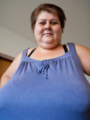 This mature bbw need a huge bra to hide her - Picture 4