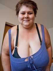 This mature bbw need a huge bra to hide her - Picture 8