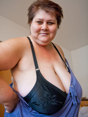 This mature bbw need a huge bra to hide her - Picture 9