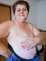 This mature bbw need a huge bra to hide her - Picture 13