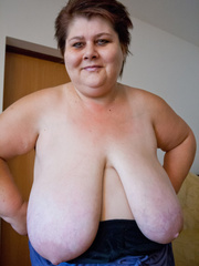 This mature bbw need a huge bra to hide her - Picture 14
