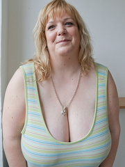 Mischievous blonde MILF in a striped dress wants a good - Picture 1