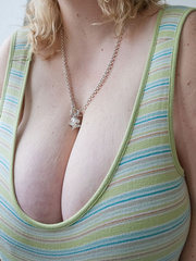 Mischievous blonde MILF in a striped dress wants a good - Picture 4