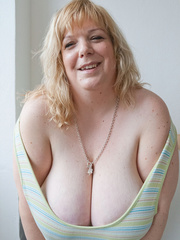 Mischievous blonde MILF in a striped dress wants a good - Picture 7