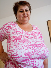 Short-haired bbw bouncing her saggy melons - Picture 4