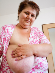 Short-haired bbw bouncing her saggy melons - Picture 6