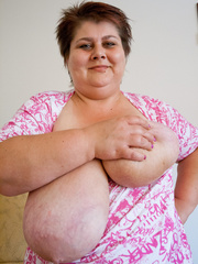 Short-haired bbw bouncing her saggy melons - Picture 8