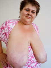 Short-haired bbw bouncing her saggy melons - Picture 9