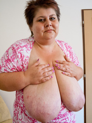 Short-haired bbw bouncing her saggy melons - Picture 10