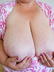 Short-haired bbw bouncing her saggy melons - Picture 14