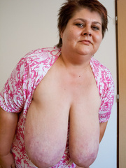 Short-haired bbw bouncing her saggy melons - Picture 15