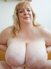 Slutty blonde fatty loves twisting her enormous juggs - Picture 3