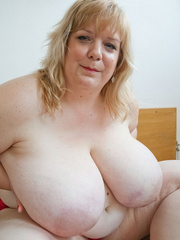 Slutty blonde fatty loves twisting her enormous juggs - Picture 7